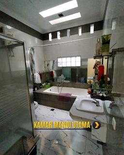 Kamar Mandi Utama Rumah 2 Lantai Semi Furnished 3 Kamar Tidur di Komplek Bumi Asri Jalan Asrama Pondok Kelapa Helvetia Medan
