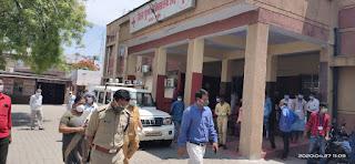 लॉकडाउन के दृष्टिगत जिला महिला/पुरुष अस्पताल, उरई का निरीक्षण -जिलाधिकारी जालौन    Inspection of District Women/Men Hospital, Orai in view of lockdown - District Magistrate Jalaun        संवाददाता, Journalist Anil Prabhakar.                 www.upviral24.in