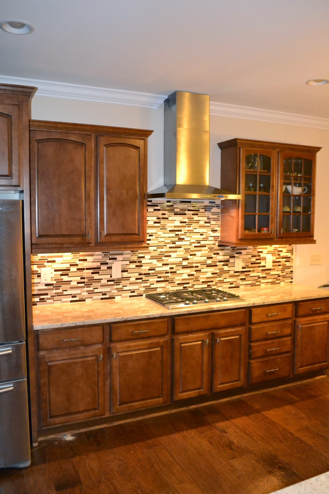glass-and-stone-linear-tile-backsplash