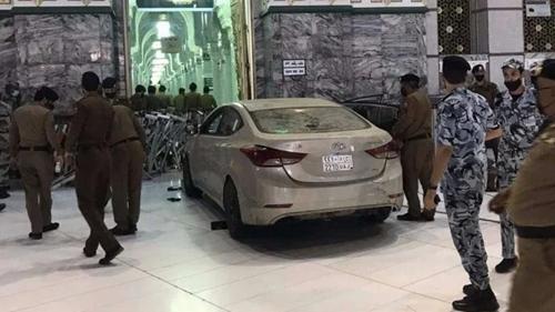 Geger, Pengemudi Tabrakan Mobil ke Gerbang Masjidil Haram Mekkah