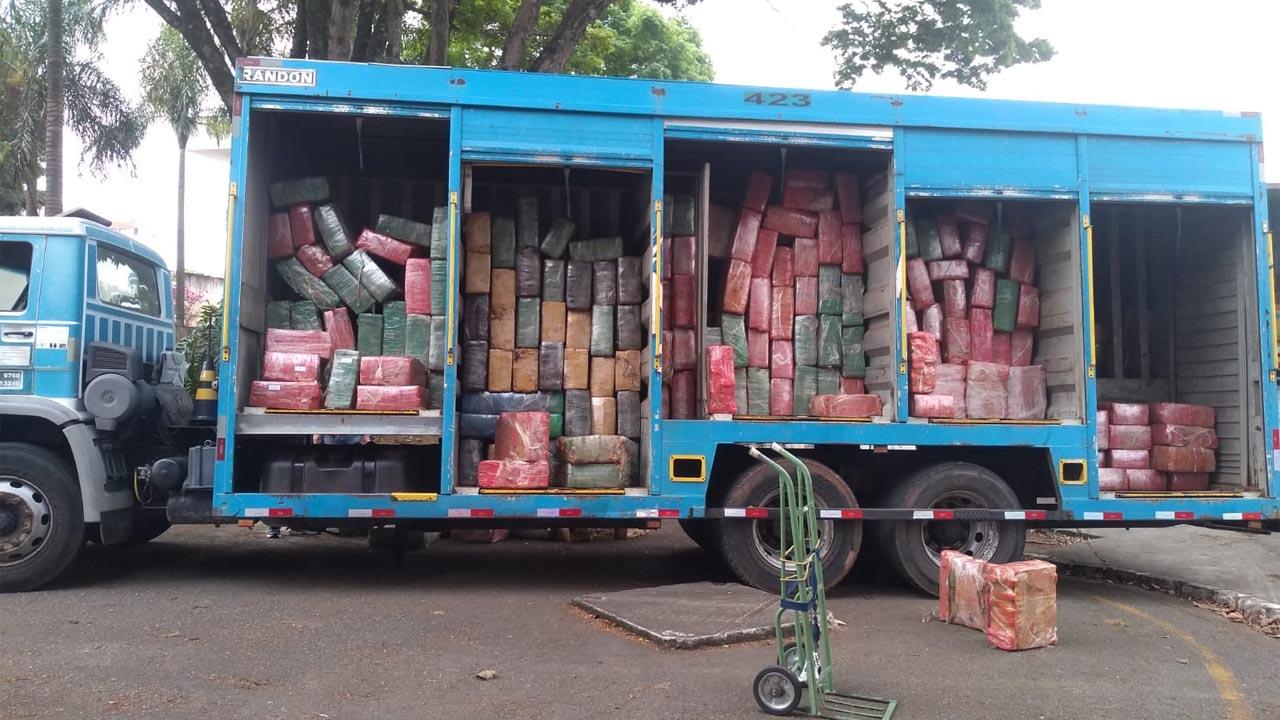 Polícia Rodoviária apreende oito toneladas de maconha em Itu