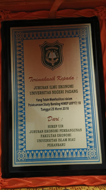 Plakat Universitas Negeri Padang