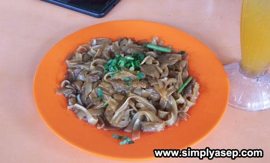 MIE TIAW GORENG : Inilah  varian Mie Tiaw Melayu yang saya coba dengan porsi yang sedang dan rasa yang gurih pas dilidah saya. Foto Asep Haryono
