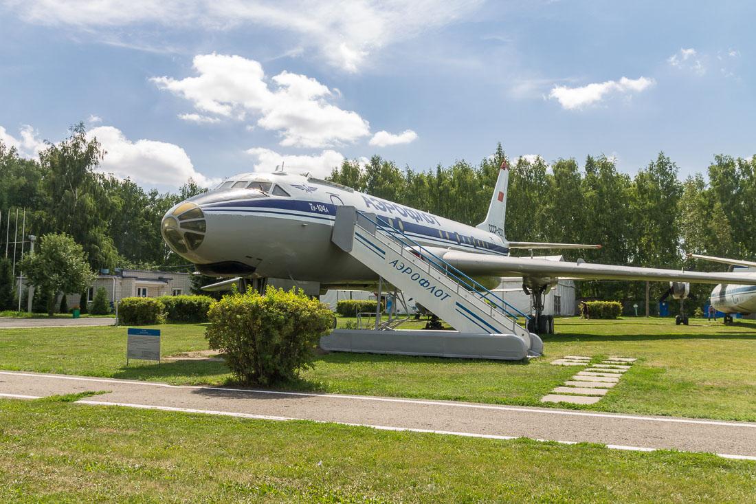 Самолёт Ту-104