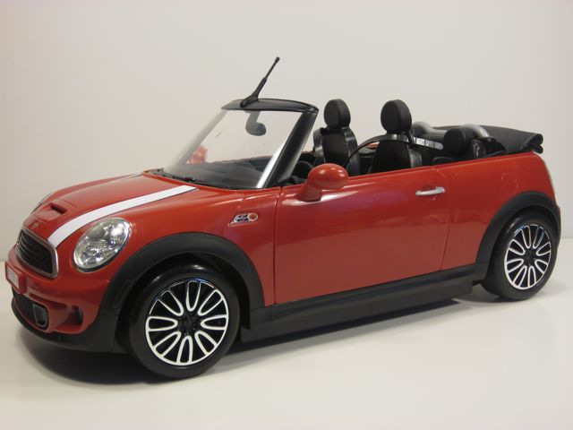 Barbie-Ken-Mini-Cooper