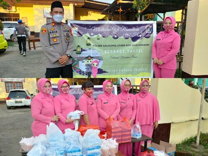 Kapolsek Galsong Utara Bersama Bhayangkari, Berbagi Takjil Wujudkan Rasa Syukur di Bulan Suci Ramadhan