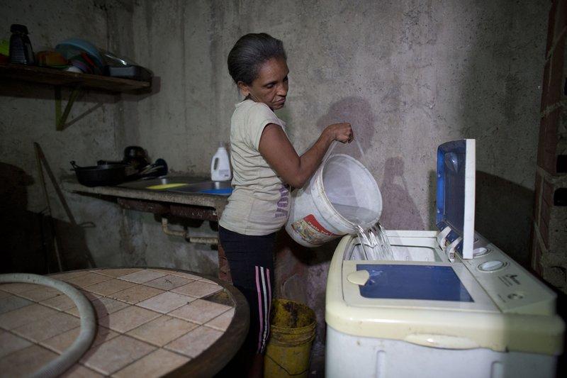 Στερεύουν οι βρύσες στη Βενεζουέλα -Αναβάλλουν χειρουργεία γιατί δεν έχουν νερό να πλύνουν τα εργαλεία!