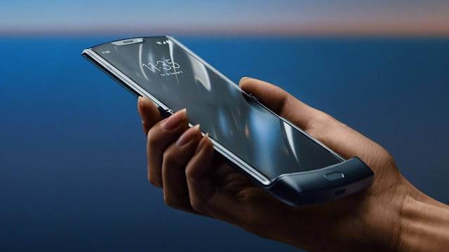 موتورولا تكشف عن هاتف Motorola Razr القابل للطي