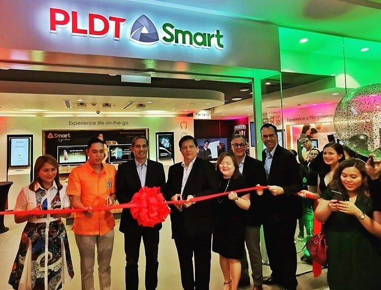 PLDT Opens First PLDT-Smart Converged Store at Vertis North