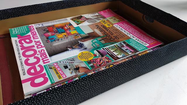 Caixa organizadora de papelão decorada com tecido