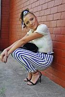 https://www.karyn.pl/2019/09/spodnie-w-pasy-i-biay-top.html