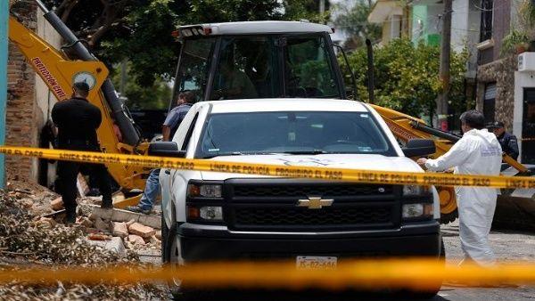 Hallan 19 cadáveres en fosa clandestina en Jalisco, México