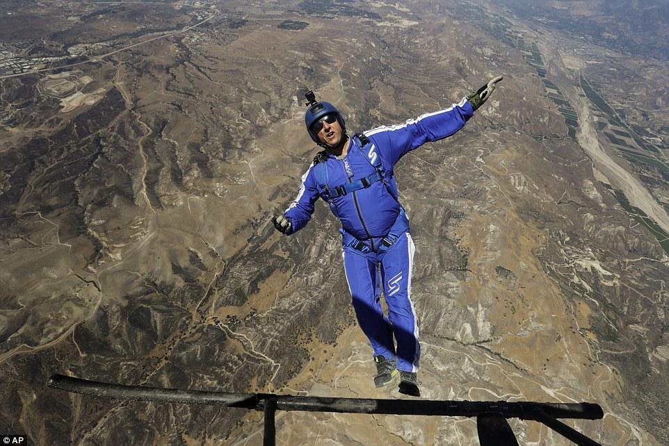 Ini Dia Orang Pertama Yang Selamat Terjun dari ketinggian 7,6 Kilometer tanpa parasut