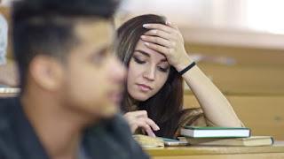 Di kampus saat belajar di siang hari adalah mometum ngantuk bagi mahasiswa