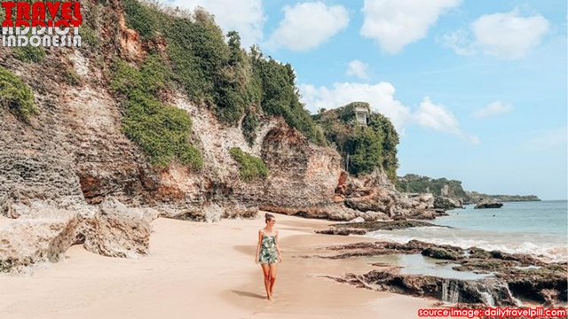 hidden beach in Bali, Tegal Wangi Beach Bali, beach more romantic, romantic impression, romantic beach, Dreamland cliffs,