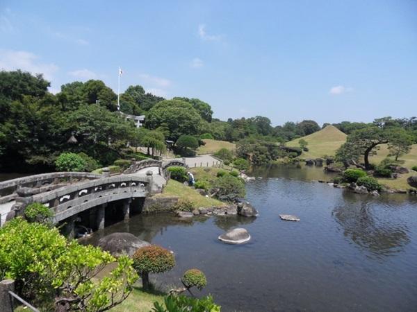 สวนซุยเซ็นจิ (Suizenji Garden: 水前寺園)