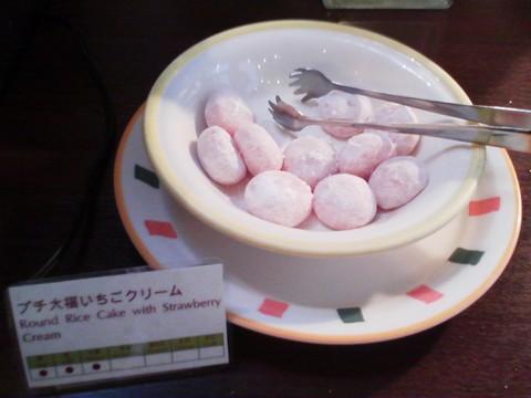 ビュッフェコーナー:プチ大福いちごクリーム ホテルエミシア札幌カフェ・ドム