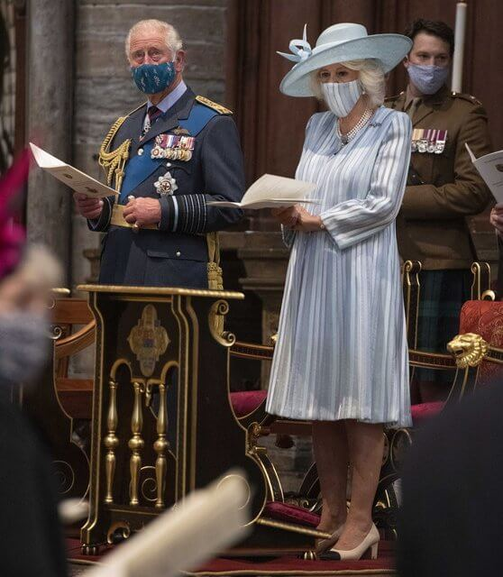 Duchess of Cornwall wore a striped dress by Bruce Oldfield. Duchess wore her pearl necklace and her RAF brooch