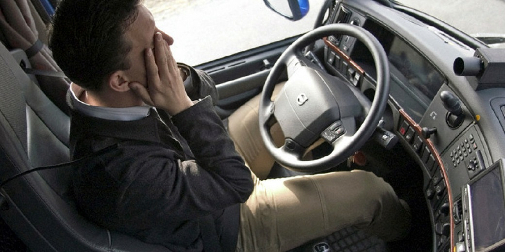 Fadiga é responsável por 60% das situações de perigo na jornada dos caminhoneiros, revela estudo