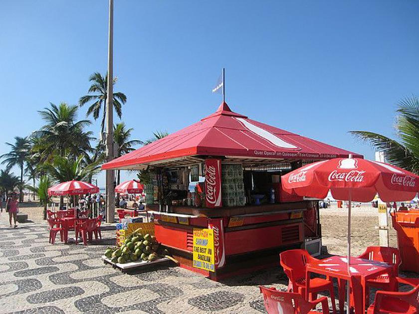 Продуктовый киоск на пляже Ипанема