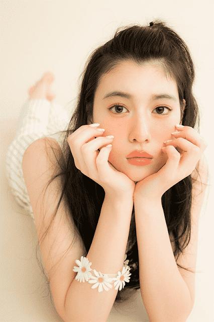 """Nhan sắc của hot girl Nhật Bản gây sốt: Xinh như búp bê nhưng lại nghiện """"cởi"""""""