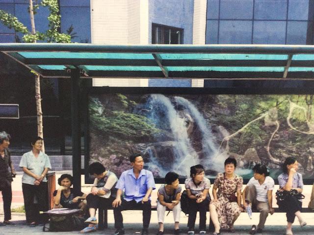 リュブリャナの公民館で開催された個展「Real People in the DPRK」にて、写真家Martin Von Den Driesch氏の作品