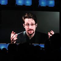 Edward Snowden alerta que os governos estão usando o coronavírus para se elevar ao totalitarismo