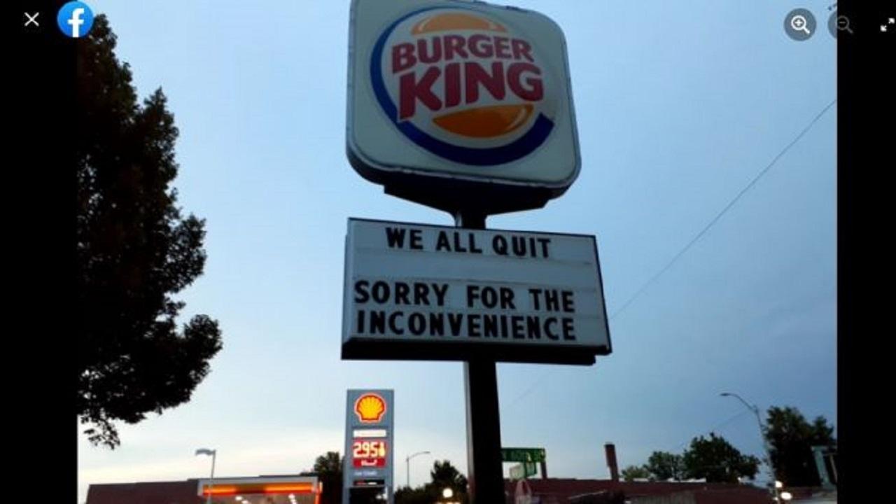 Viral! Pengumuman Aneh di Tiang Iklan Burger King, Semua Karyawan Berhenti?
