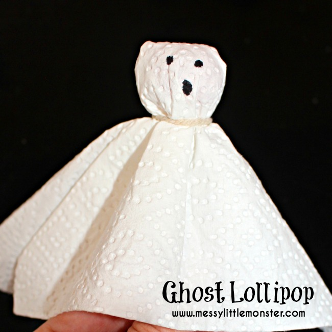 How to make a ghost lollipop - A quick and easy halloween craft idea for kids.  Toddlers, preschoolers and older kids will love this spooky activity.