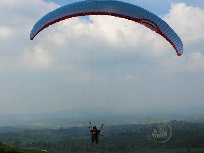 Ingin terbang?.   Wujudkan di Bukit Santiong Paralayang dan Paramotor, Subang .