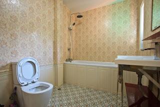 Wallpaper untuk dinding kamar mandi
