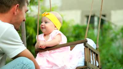 Χωρίς τον μπαμπά του, δεν μπορεί ποτέ να είναι ολοκληρωτικά χαρούμενο και ισορροπημένο ένα παιδί