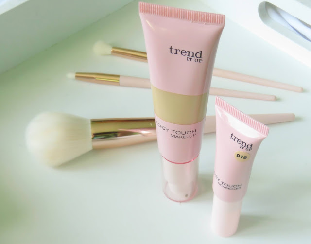 Trend It Up Rosy Touch make-up