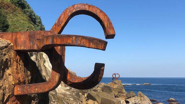 Eduardo Chillida-scultura-acciaio corten-oceano-Spagna
