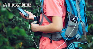 Powerbank merupakan salah satu ide hadiah yang tepat untuk petualang outdoor