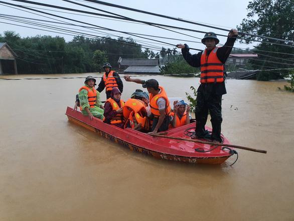 5 người chết, 8 người mất tích, 32.000 nhà dân bị ngập do mưa lũ