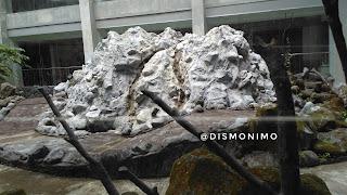 Batu sisa letusan di Museum Gunung Merapi
