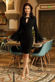 Rochie neagra eleganta, cu maneci tip clopot si strass-uri negre