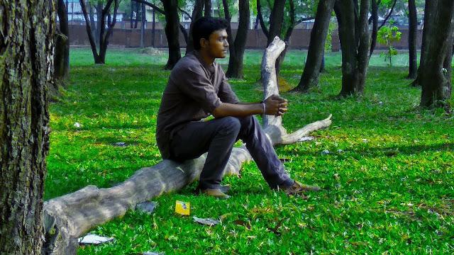 Eka Bece Thakte shekho Priyo Lyrics By Aseer Arman