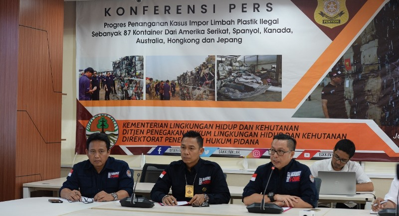 Dua WNA Singapura Ditetapkan Sebagai Tersangka Kasus Impor Limbah Tanpa Izin