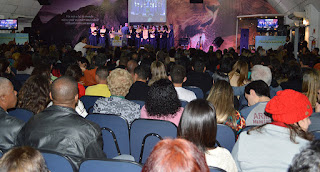 Apresentação de coral no culto pelos 125 anos de Teresópolis