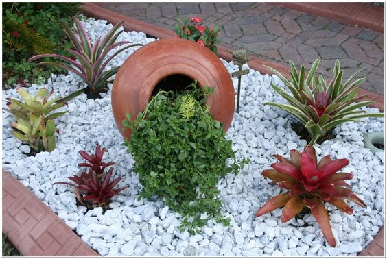 DIY Affordable Landscaping Ideas With White Pebbles