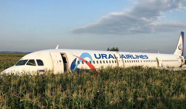 MUNDO: Un Airbus A321, con 226 pasajeros y 7 tripulantes efectuó un aterrizaje de emergencia en Moscú.