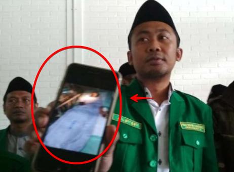 Bukti Kejamnya Politik! Kakek 63 Tahun Dikeroyok dan Disabet Samurai di Sebuah Masjid
