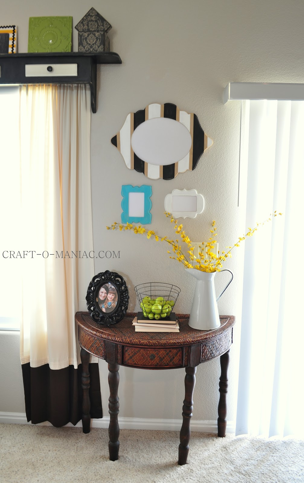 home decor gallery wall with table craft o maniac. Black Bedroom Furniture Sets. Home Design Ideas