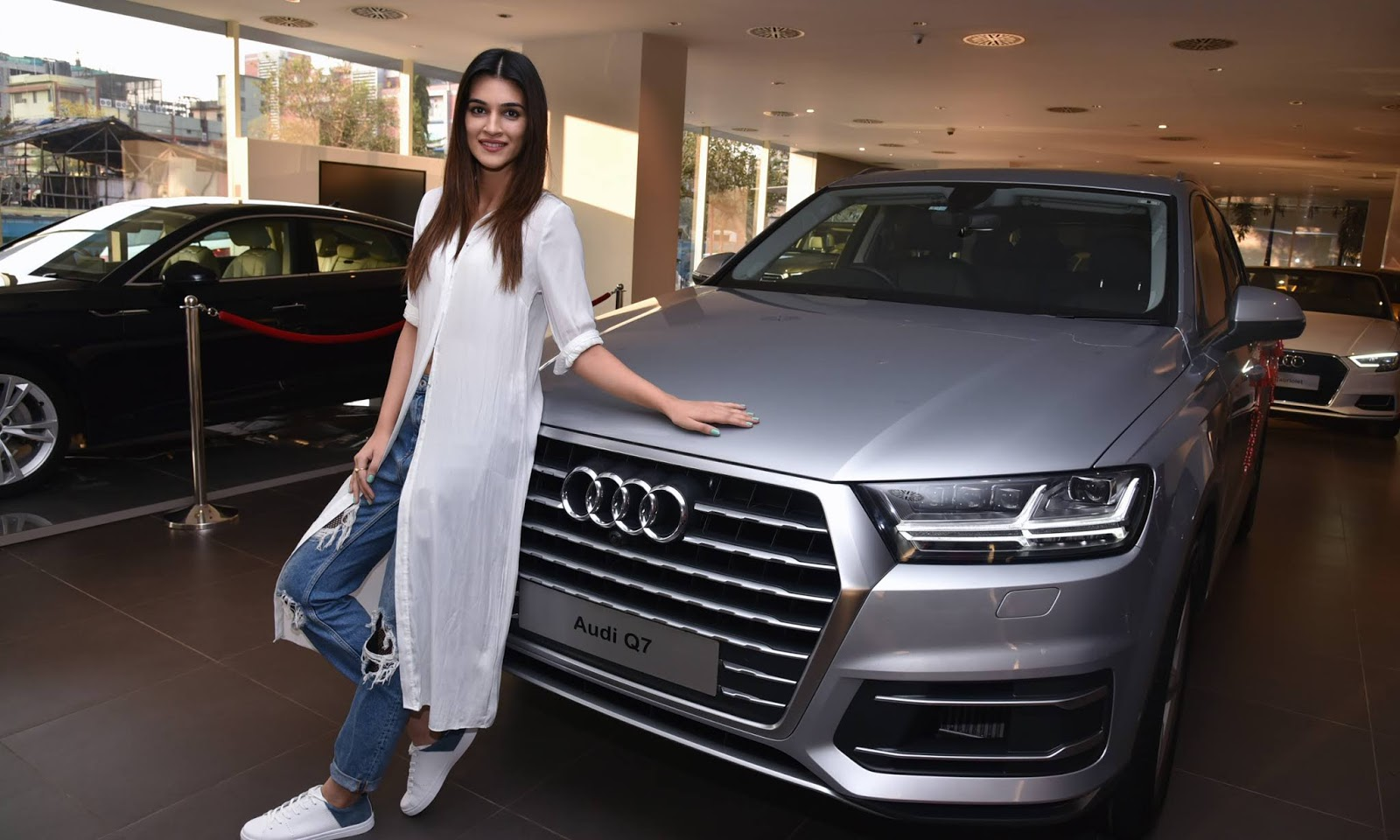 Kriti Sanon Hd Images And Wallpapers And Unknown Facts: Kriti Sanon HD Wallpapers