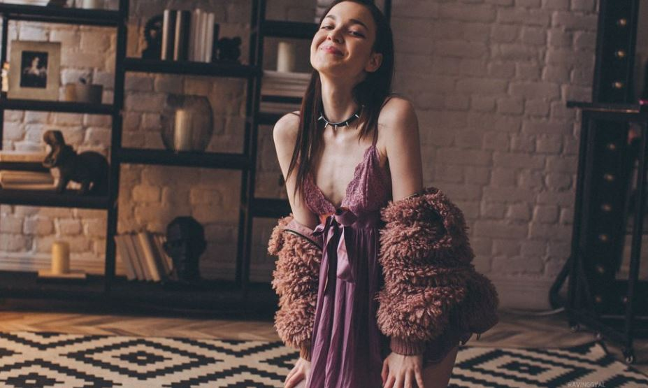 RavingGyal Model GlamourCams
