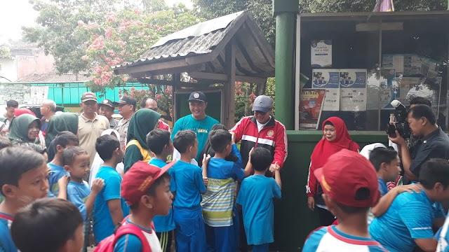 Sambut Hari Guru, Wali Kota Sukabumi Lepas Jalan Sehat Pelajar