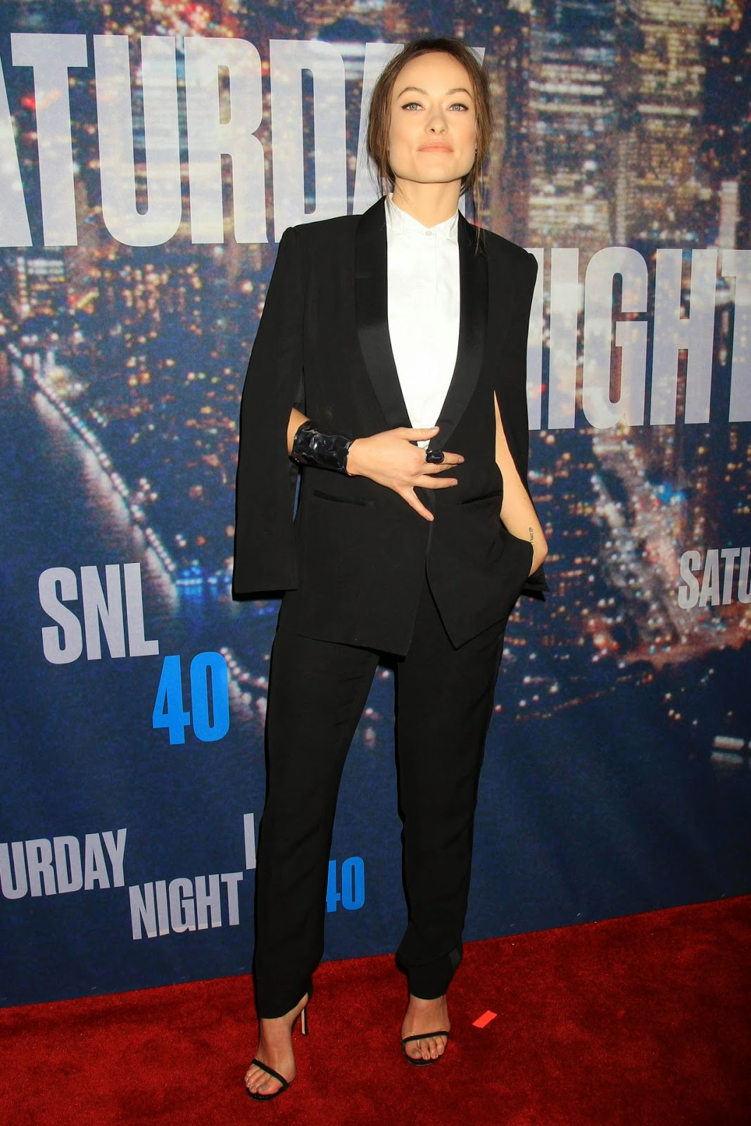 Olivia Wilde wears a H&M Conscious Commerce Collection look to the SNL 40th Anniversary Celebration in NY