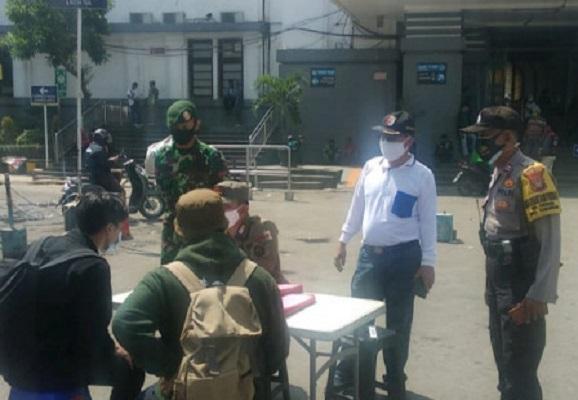 Sepuluh Orang Terjaring dalam Operasi Masker di Stasiun KA Kota